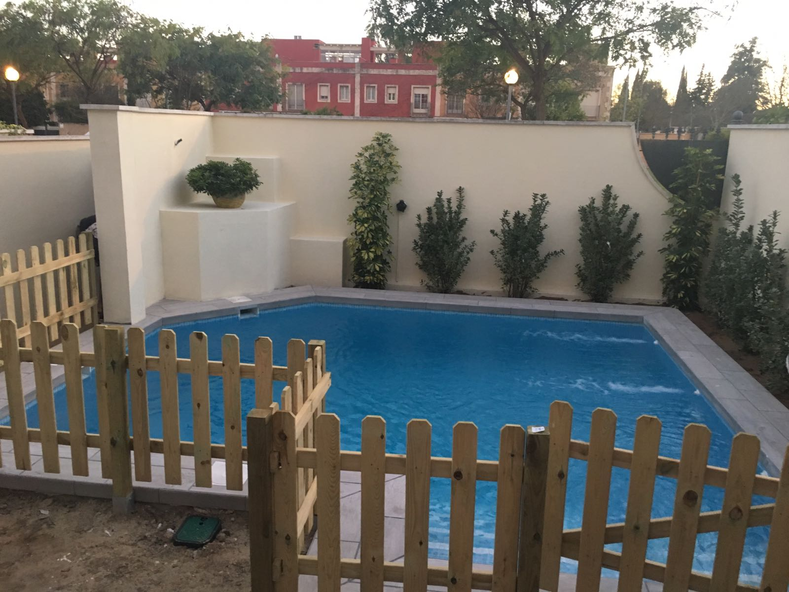 Una peque a piscina lista en 7 d as aqualar piscinas - Construccion de piscinas pequenas ...